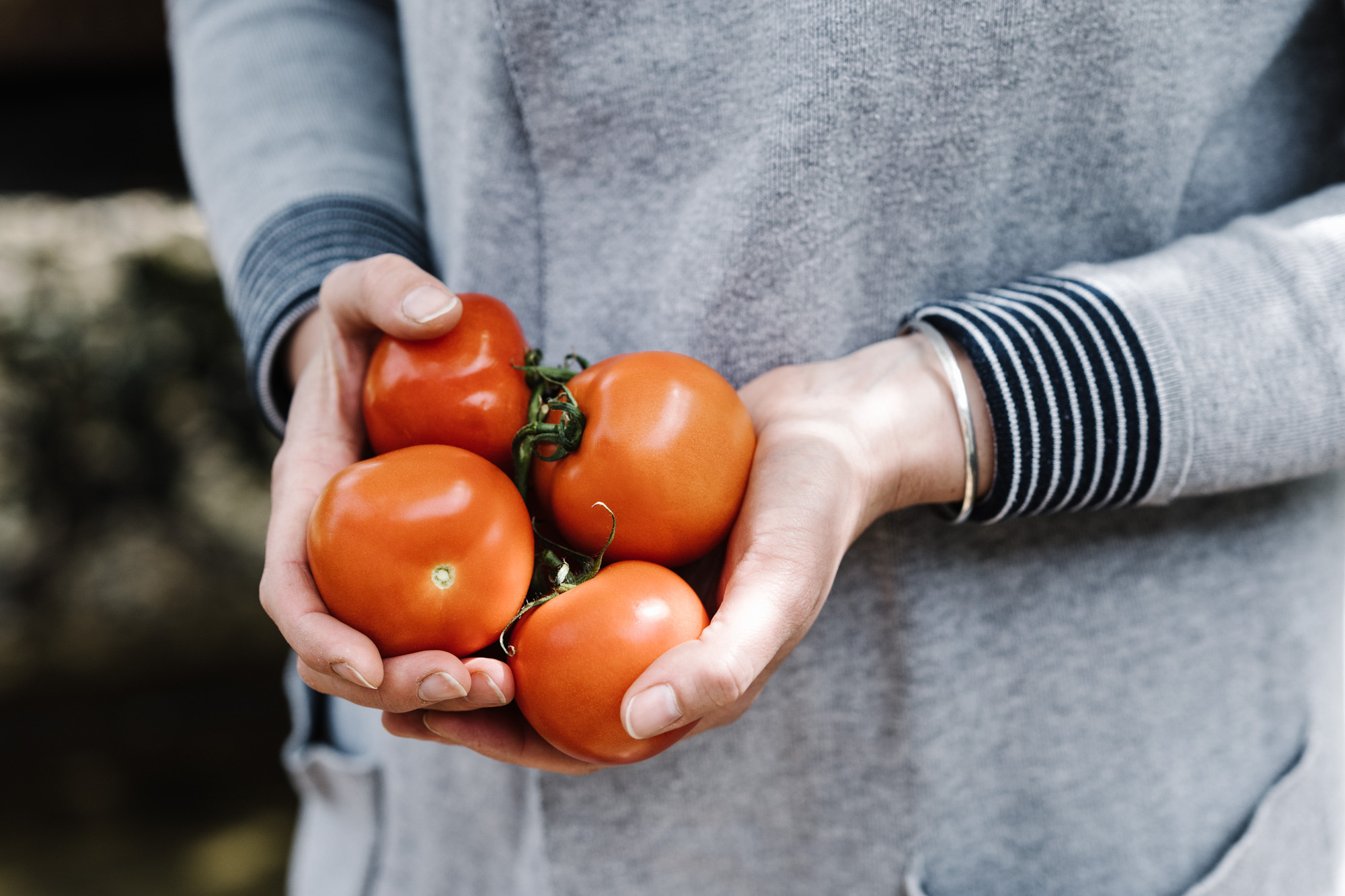 woman holding tomatoes - does diet affect fertility? monash ivf